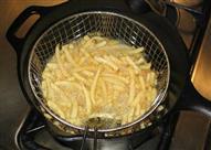 بالفيديو: أفضل طريقة لقلي البطاطس في العالم