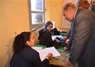 محافظ الإسماعيلية يتابع العمل بلجان امتحانات الشهادة الاعدادية
