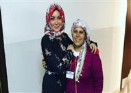 ليندسي لوهان تزور مخيم لاجئين سوريين وترتدي الحجاب تقديرا لهم