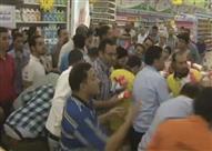 """مواطن يحرج مراسلة """"كل يوم"""" على الهواء.. وعمرو أديب ينقذ الموقف - فيديو"""