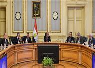 """3 أعوام لتحسين أحوال المصريين.. """"سنوات عجاف ومخاطر وضوء في نهاية النفق"""""""