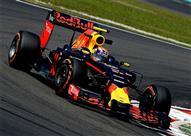 ريد بول يسيطر على سباق ماليزيا لفورمولا1- والنيران تجبر هاميلتون على