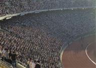 مؤمن سليمان يصحب لاعبي الزمالك لتحية الجمهور.. وظهور أعلام اليابان