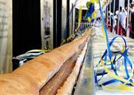 إعداد أطول ساندويتش في العالم في نيويورك باستخدام 60 قطعة خبز