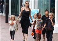 """بالصور.. بعد الطلاق.. جلسات علاج نفسي لـ """"أنجلينا جولي"""""""