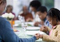 مائدة الأسرة .. ساحة فريدة للتواصل وسنة نبوية مهجورة