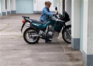 كيف تُهيئ دراجتك النارية للبيات الشتوي؟
