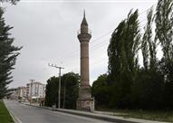 """بالفيديو والصور: """"مآذن يتيمة"""" فقدت مساجدها إبان الاحتلال اليوناني"""