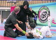 قصة صورة أم لم تتحمل رؤية ابنها يٌضرب في مباراة للجودو!