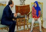 السيسي يمنح الفتاة صاحبة عربة البضائع جائزة الإبداع للشباب