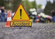 كارثة على الطريق.. سائق مرسيدس E كلاس يتسبب في حادث مروع (فيديو)