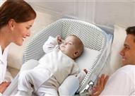 نوم الرضيع في فراش والديه قد يعرضه للموت المفاجئ.. والسبب!