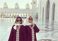"""بالصور.. إطلالة باريس هيلتون بـ """"الحجاب"""" في مسجد الشيخ زايد بأبوظبي"""