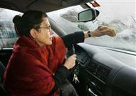 كيف يمكن التخلص من بخار الماء على الزجاج الأمامي للسيارة؟