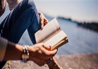 فنانة شهيرة تشجع الناس على القراءة بهذه الحيلة!
