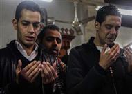 """بالفيديو والصور.. انهيار أسرة وزملاء شهيد """"انفجار الهرم"""" أثناء جنازته"""