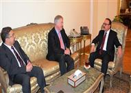 وزير الاتصالات يستقبل رئيس مجلس إدارة فودافون مصر