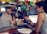 بالصور.. لرحلاتك السياحية.. قميص يتحدث بكل لغات العالم!
