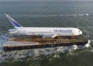 بالفيديو.. طائرة من طراز بوينج 767 تسافر عبر البحر في أيرلندا!