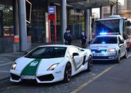 بالفيديو.. سيارة شرطة دبي الفارهة تجوب شوارع أوروبا!