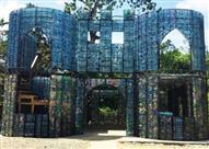 بالصور.. أول قرية في العالم مبانيها من العبوات البلاستيكية
