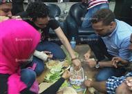 """بالصور.. صحفيون يحتفلون """"بشم النسيم"""" داخل اعتصام النقابة"""
