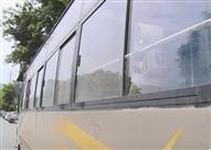 سقوط مروع لطفلة من نافذة أتوبيس بالصين- فيديو