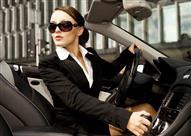 سيدة تقوم بوضع مساحيق التجميل أثناء القيادة.. ماذا حدث؟