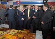 """بالصور.. رئيس الوزراء يفتتح معرض """"أهلاً رمضان"""" بأرض المعارض"""