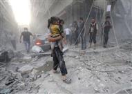 بالفيديو- لحظة انتشال طفلين أحياء تحت ركام القصف في حلب