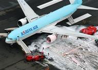 بالفيديو - إخلاء طائرة كورية من الركاب على مزلق مطاطي بعد اندلاع حريق