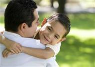 هل علاقة الأبناء بالأب أقوى أم الأم؟
