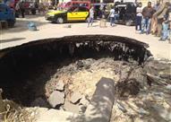 بالصور- استمرار أعمال إصلاح الهبوط الأرضي بالإسكندرية.. وعودة المياه غدا