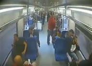 بالفيديو - لص يسرق هاتف فتاة داخل المترو