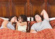 كيف تمنع طفلك من النوم في سريرك؟