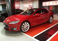 بالفيديو.. تيسلا S الكهربائية تنافس أسرع وأفخم السيارات العالمية