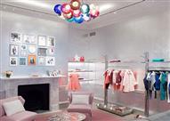 """بالصور.. جولة في بيت الأزياء العالمي """"معشوق النساء"""" كريستيان ديور"""
