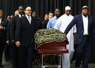 بالفيديو والصور: في حدث إستثنائي.. الآلاف يحضرون صلاة جنازة كلاي