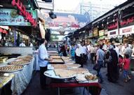 """في """"سوق الجزماتية"""" السوري.. حلويات بنكهة الذكريات"""