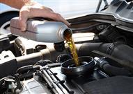 الفرق بين الزيت المعدني والزيت التخليقي.. وأيهما أفضل للمحرك؟