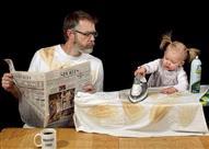 """في يوم الأب.. حين تترك الأم طفلها في المنزل مع والده.. """"صور طريفة"""""""