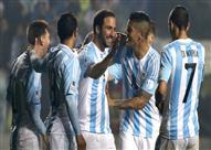 """المنتخب الأرجنتيني يحتفل بعيد الأب على أنغام التانجو في مطعم """"شواء"""""""
