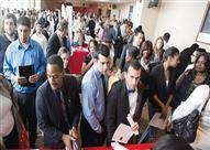 طلبات إعانة البطالة في الولايات المتحدة تهبط قرب أدنى مستوى في 43