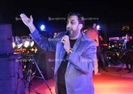 بالصور.. حسام حسني يغني للأهلاوية في خيمة رمضانية