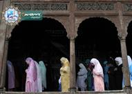 ما حكم مزاحمة النساء في صلاة التراويح؟