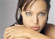 """في عيد ميلادها.. شاهد أول جلسة تصوير لـ """"أنجلينا جولي"""" عمرها 25 عاماً"""