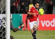 بالفيديو- صلاح يسجل الهدف الأول لمصر