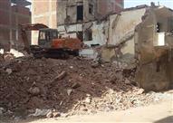 بالصور - أنقاض عقار منهار منذ 6 شهور تغلق شارع حيوي بدمنهور