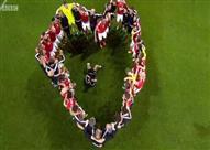 بالفيديو والصور- لاعبو ويلز يحتفلون ببلوغ نصف نهائي اليورو على طريقة العشاق