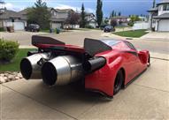 بالصور.. رجل يحقق حلمه بقيادة سيارة فيراري ظل يصنعها 12 عامًا